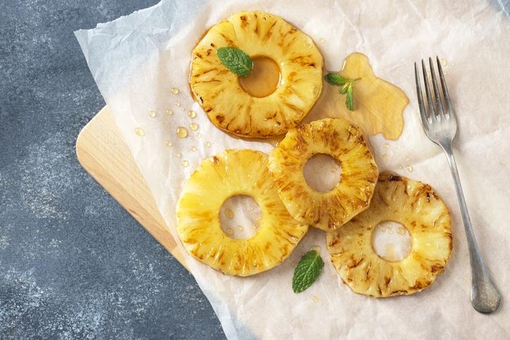 Dessert - Ananas en papillotes, à la cannelle