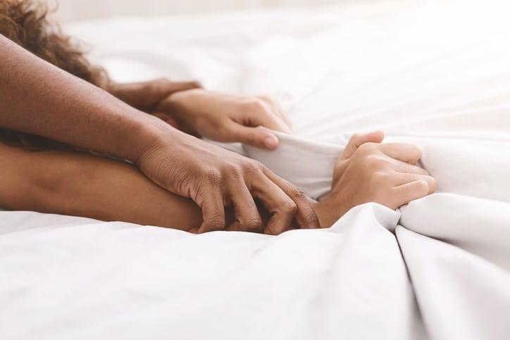 Orgasme : faut-il simuler ?
