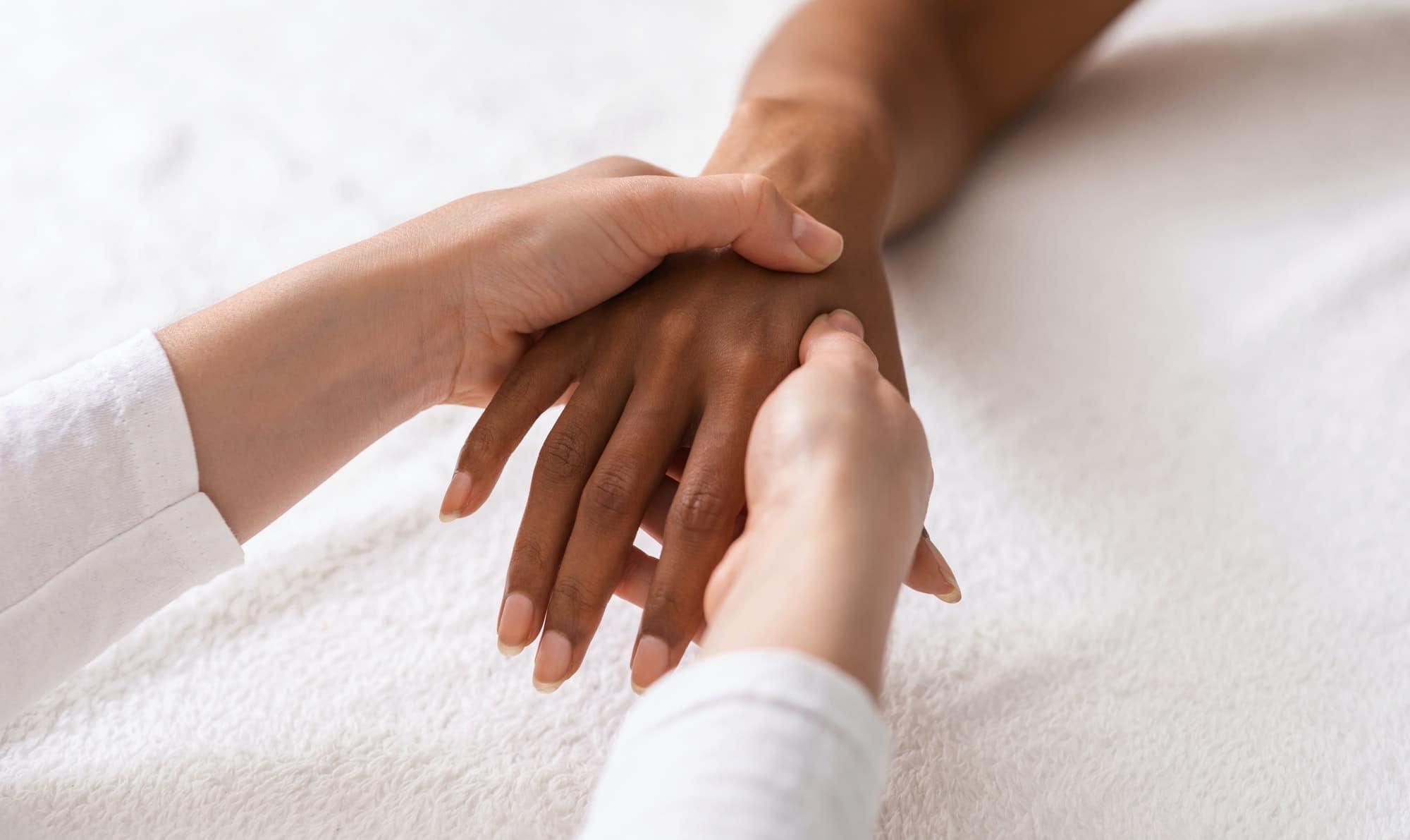 Des mains plus jeunes!