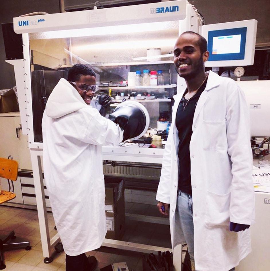Damien et son petit frère qui visite le labo à Strasbourg