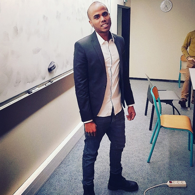 Damien pendant sa soutenance de thèse en 2018