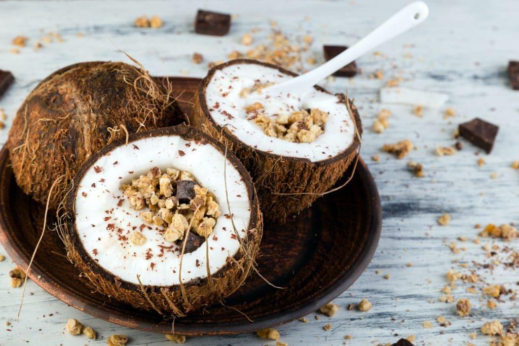 Healthy breakfast bowl noix de coco bol