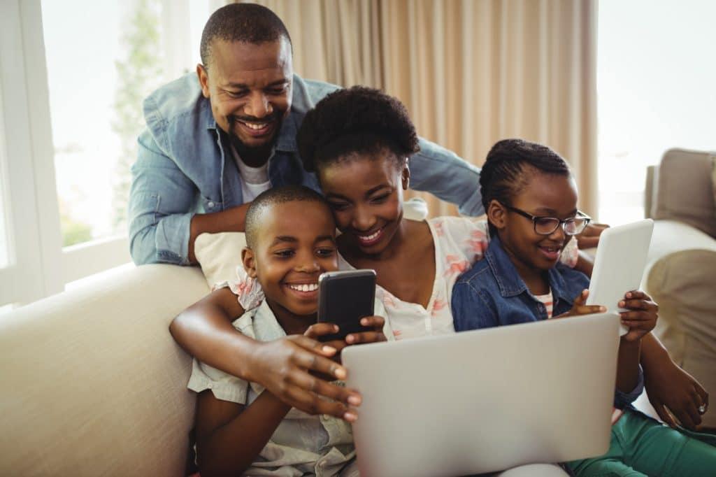 smartphone contrôle parental famille parents enfant