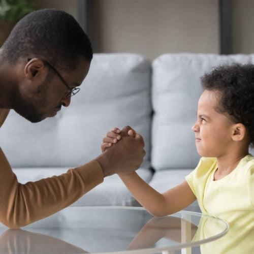 Père-fils : les meilleurs ennemis